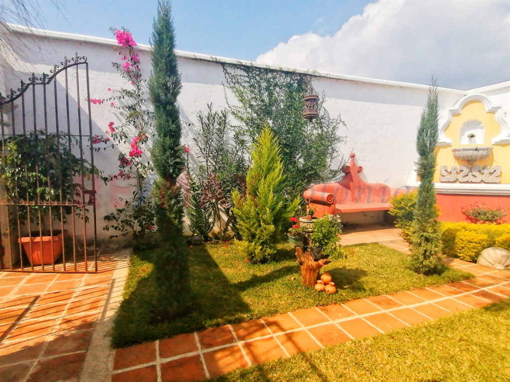 5140 NICE HOUSE FOR SALE IN A  GATED COMMUNTY IN SAN MIGUEL DUEÑAS