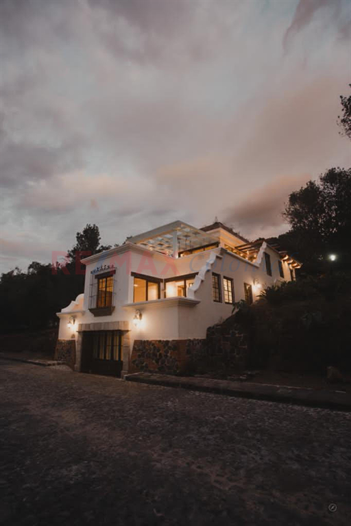 5157 REALLY GREAT OPTION THE MODERN HOUSE FOR SALE CLOSE TO ANTIGUA GUATEMALA