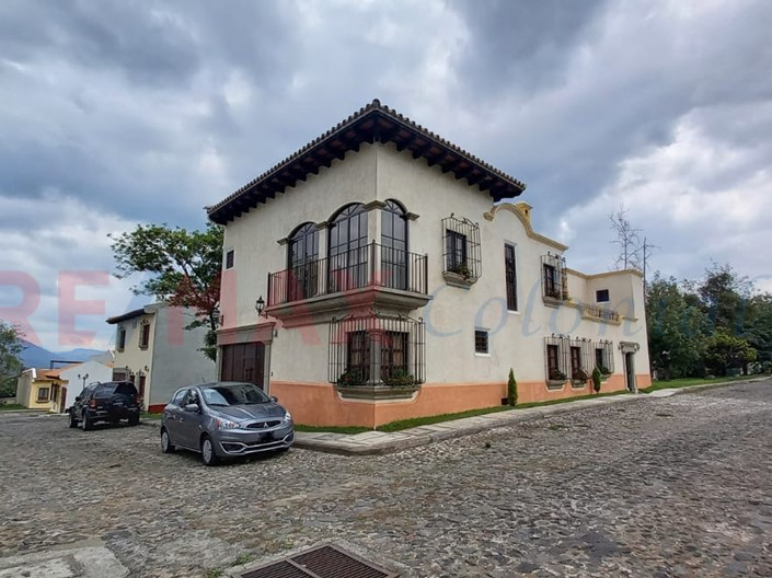 5163 SPECTACULAR HOME FOR SALE WITHIN A RESIDENTIAL COMPLEX