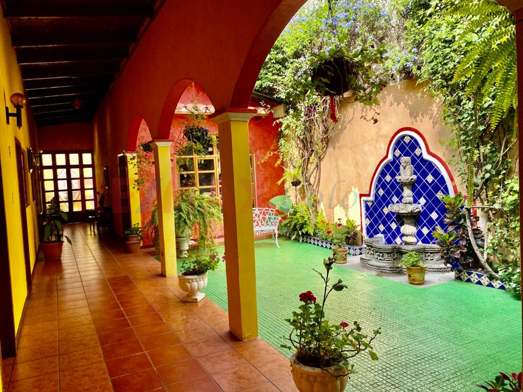 5176 HOUSE WITH SPECTACULAR LOCATION WITHIN THE CENTER OF LA ANTIGUA GUATEMALA