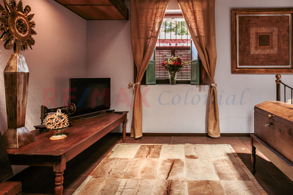 5198 VERY GOOD LOCATED PROPERTY FOR SALE / ANTIGUA GUATEMALA